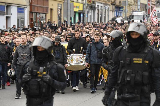 Fanoušci pražské Sparty pochodovali do Edenu na derby se Slavií.