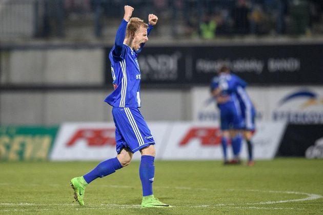 Obránce Sigmy Olomouc Uroš Radakovič oslavuje vítězství nad Spartou v utkání 15.kola HET ligy.