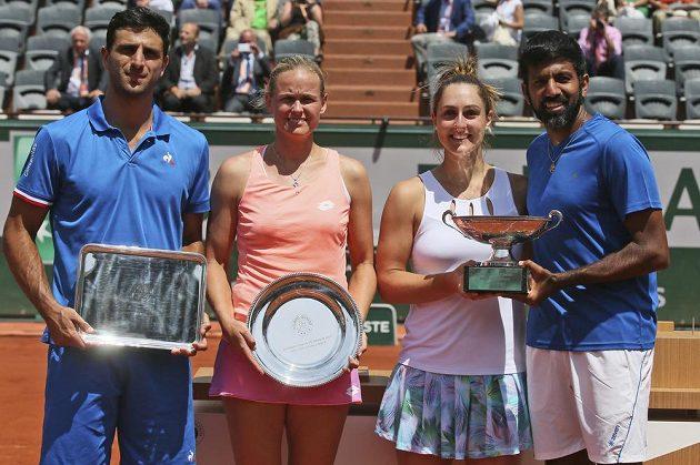 Smíšenou čtyřhru na French Open vyhráli Kanaďanka Gabriela Dabrowská a Ind Rohan Bopanna (vpravo). Sedmý nasazený pár si ve finále v Paříži poradil po odvrácení dvou mečbolů s německo-kolumbijskou dvojicí Anna-Lena Grönefeldová, Robert Farah po setech 2:6, 6:2 a 12:10.