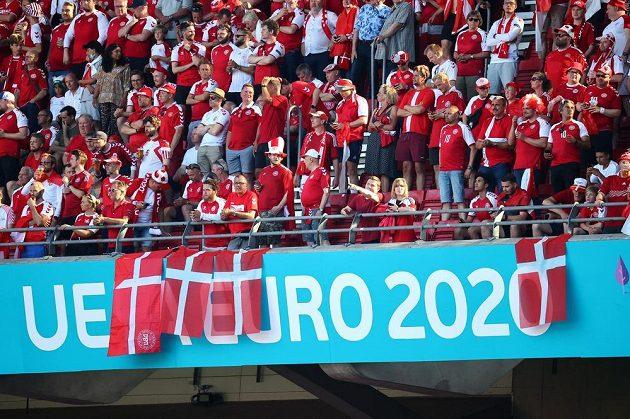 Dánští fanoušci před zápasem s Belgií
