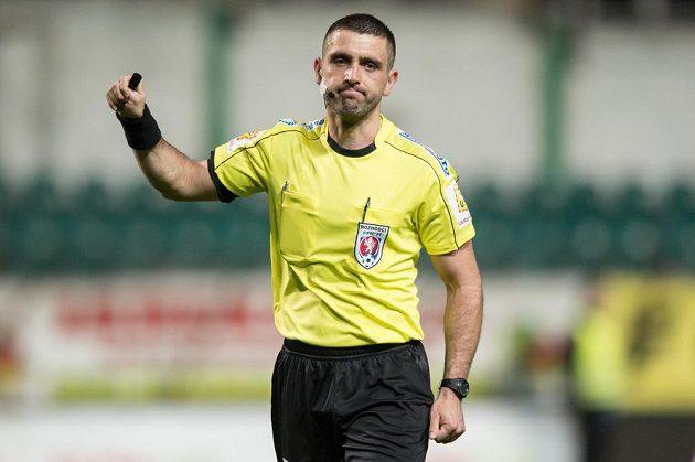 Rozhodčí Martin Nenadál během utkání čtvrtfinále MOL Cupu, Bohemians 1905 - FK Mladá Boleslav.