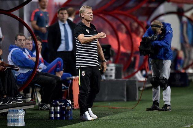 Trenér Sparty Praha Zdeněk Ščasný během utkání 3. předkola Ligy mistrů v Areně Chimki v Moskvě.
