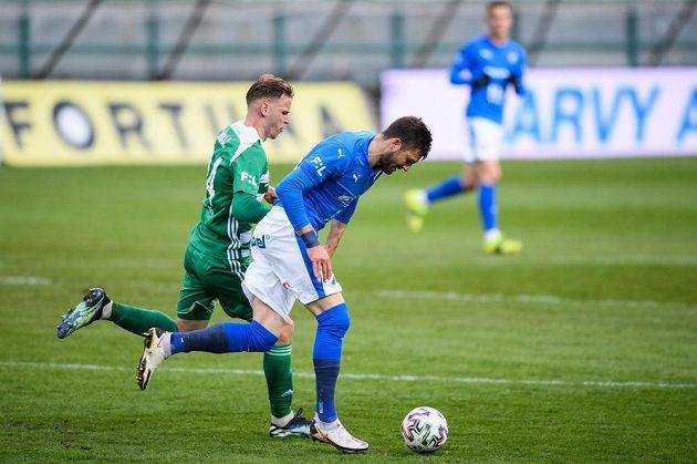 David Puškáč z Bohemians a Patrizio Stronati z Baníku Ostrava během utkání 27. kola Fortuna ligy