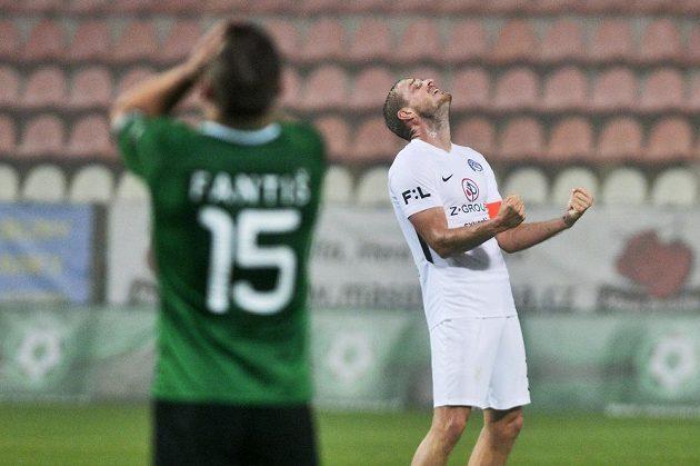 Příbramský fotbalista Antonín Fantiš smutní, kapitán Vlastimil Daníček ze Slovácka je naopak spokojený.