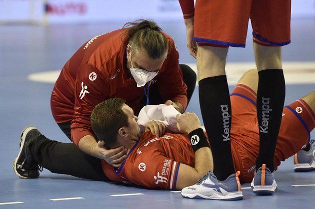 Zraněný český házenkář Tomáš Babák.