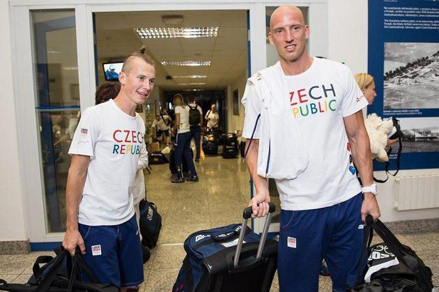 Chodec Lukáš Gdula (vlevo) a překážkář Petr Svoboda.