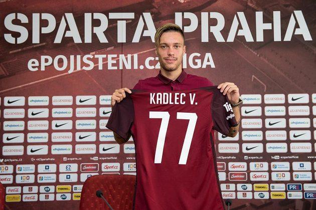 Václav Kadlec coby posila Sparty během představení na tiskové konferenci.