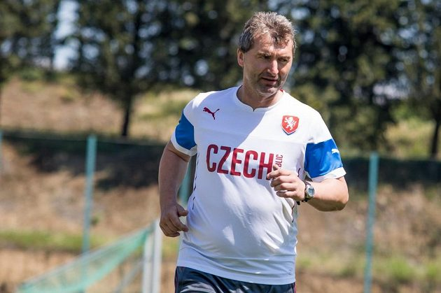 Reprezentační devatenáctka se pod vedením trenéra Jana Suchopárka v Tbilisi intenzivně chystá na zahajovací duel se Švédskem.