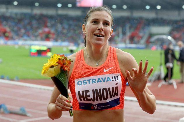 Zuzana Hejnová po vítězství v běhu na 400 m překážek na Zlaté tretře v Ostravě.