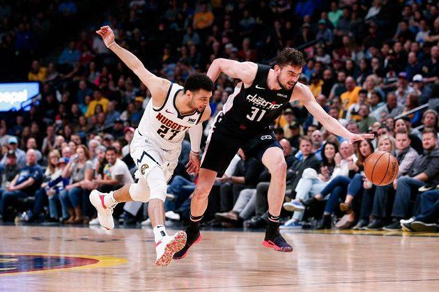 Opora basketbalového Washingtonu Wizards Tomáš Satoranský v akci.