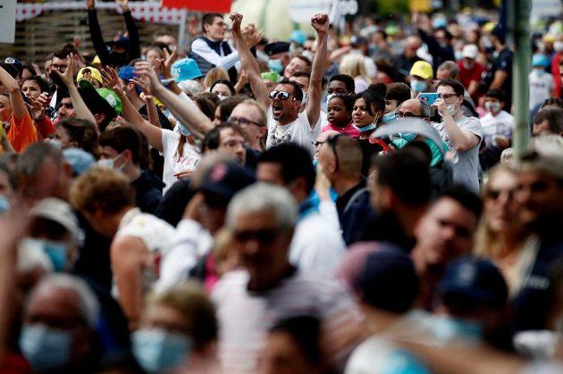 Fanoušci si užívají 4. etapu Tour de France.
