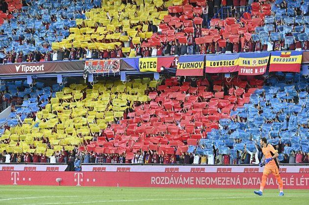 Úvodní utkání 3. předkola fotbalové Ligy mistrů: AC Sparta Praha - AS Monako. Choreo fanoušků Sparty.
