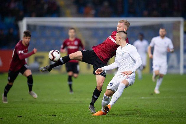 Václav Drchal ze Sparty Praha a liberecký obránce Ondřej Karafiát během utkání 23. kola Fortuna ligy.