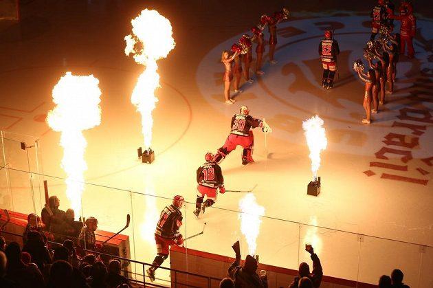 Nástup hokejistů Třince do čtvrtfinále play off provázely ohně.