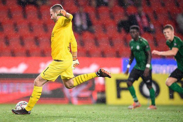 Brankář Slavie Praha Ondřej Kolář proměňuje nařízenou penaltu a střílí gól na 3:0 během utkání 2. kola Fortuna ligy s Příbramí.