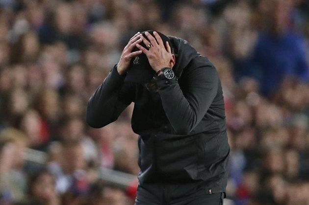 Kouč Liverpoolu Jürgen Klopp reaguje během úvodního semifinále Ligy mistrů proti Barceloně.