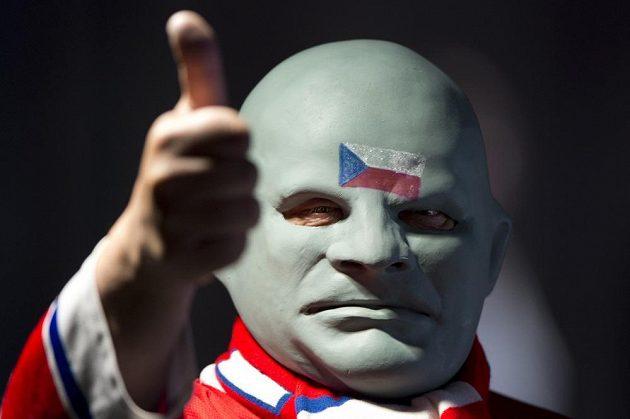 S přesvědčivou výhrou nad Běloruskem byl spokojen i dlouholetý fanoušek českého týmu - hokejový Fantomas.