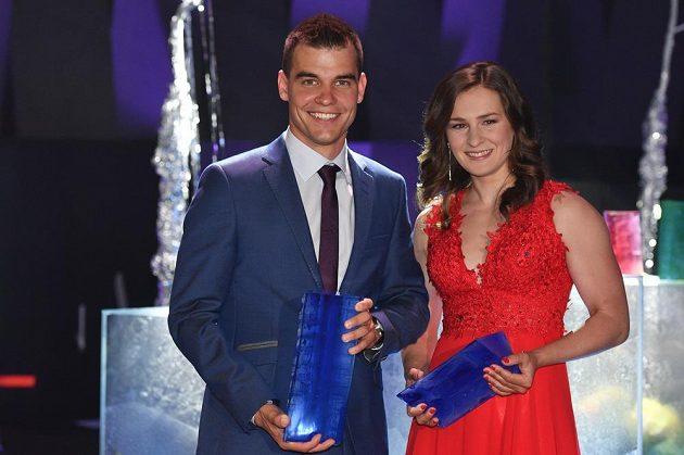 Olympijští medailisté Michal Krčmář a Veronika Vítková při vyhlášení výsledků ankety o nejlepšího českého biatlonistu sezóny 2017/18 podělili o ceny.