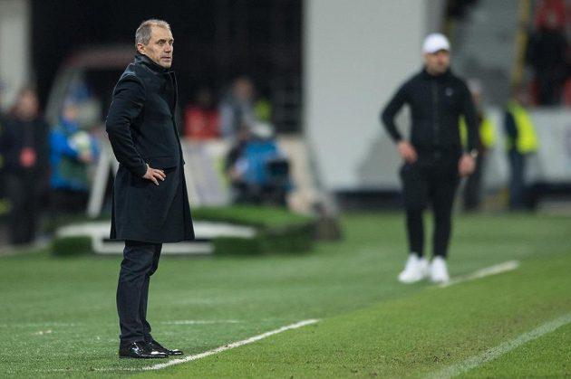 Trenér Viktorie Plzeň Roman Pivarmík během utkání s Libercem.