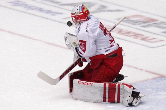 Brankář hokejového Třince Šimon Hrubec.