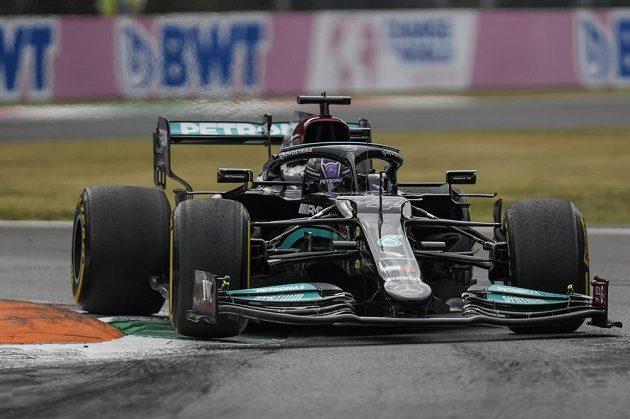 Brit Lewis Hamilton během tréninku.