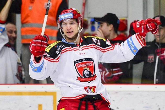 Alexandre Picard z Hradce Králové oslavuje gól.