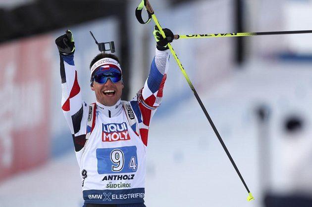 Michal Krčmář v cíli na bronzové pozici.