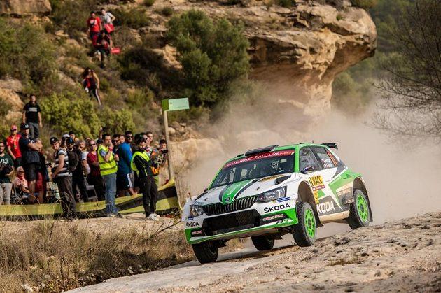 Jan Kopecký se Škodou Fabia R5 na trati Katalánské rallye.
