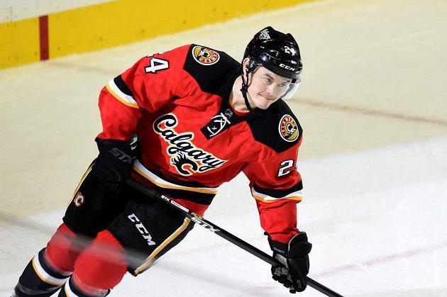Český forvard Jiří Hudler právě proměněným nájezdem rozhodl o vítězném obratu Calgary proti hostům z New Jersey.