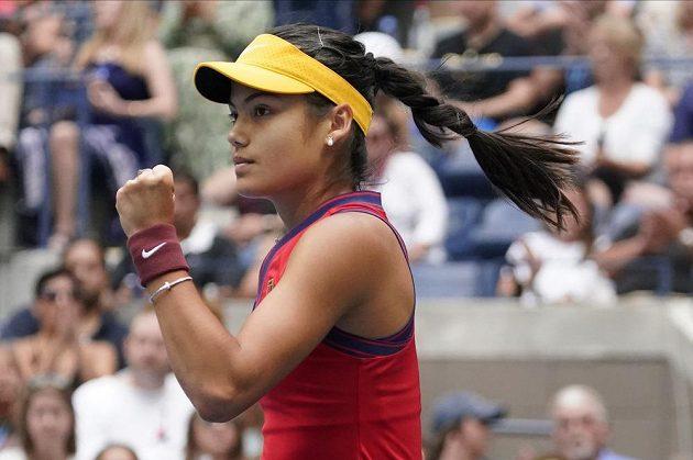 Emma Raducanuová ve finále US Open proti Leylah Fernandezové.