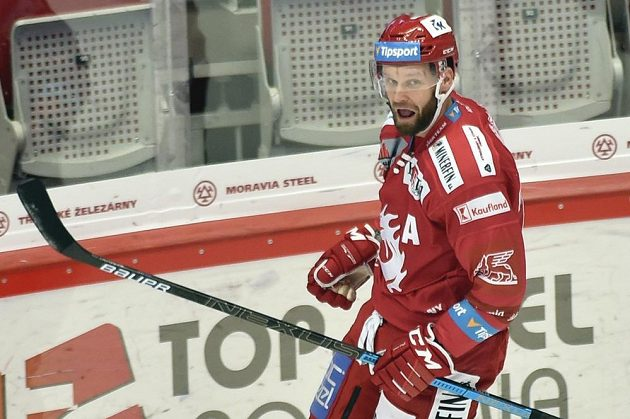 Martin Růžička z Třince se raduje z gólu proti Spartě.