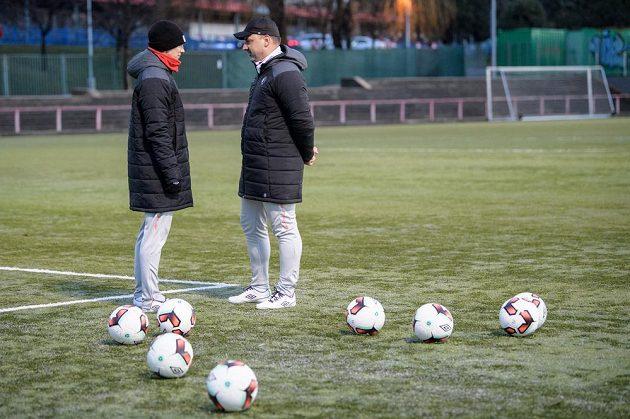 Nový trenér Slavie Praha Jindřich Trpišovský (vpravo) a Jiří Bílek během zahájení zimní přípravy v Praze.