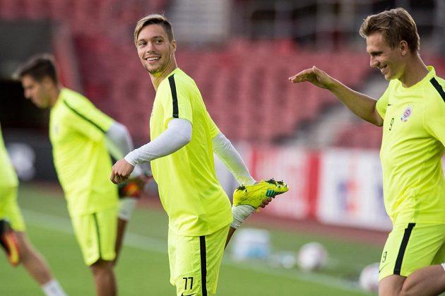 Bořek Dočkal (vpravo) a Václav Kadlec během tréninku před utkáním základní skupiny Evropské ligy na hřišti Southamptonu.