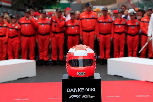 Pocta pro Nikiho Laudu před Velkou cenou Monaka.