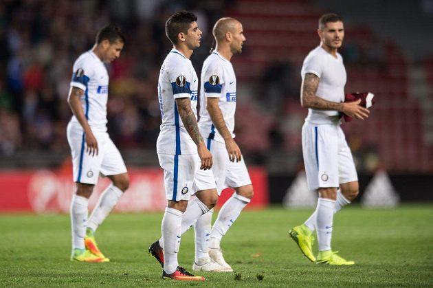 Zklamaní hráči Interu Milán po porážce na Spartě.