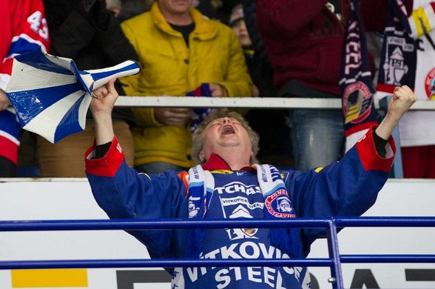 Šťastný vítkovický fanoušek během utkání se Zlínem.