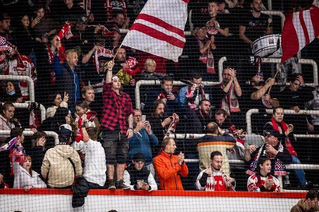 Fanoušci Olomouce slaví vstřelený gól.