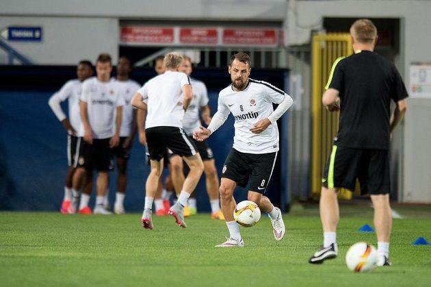 Sparťanský záložník Marek Matějovský (vpředu) na tréninku před zápasem s Tripolisem.
