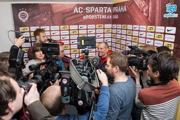 Nový trenér Sparty Petr Rada během setkání s novináři.