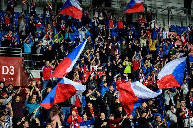 Fanoušci během utkání kvalifikace MS 2022.