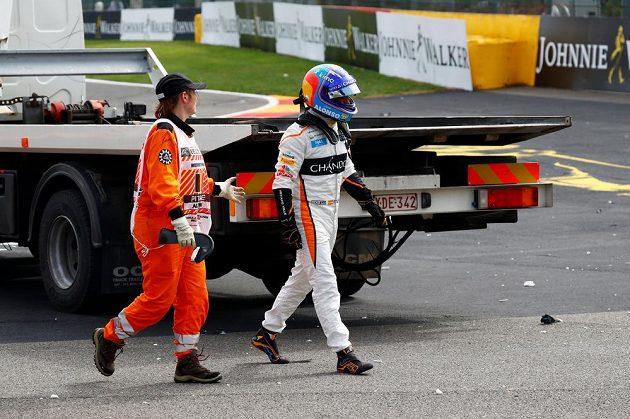 Odchod do do šatny. Fernando Alonso žádný bod v Belgii nezískal, havaroval.