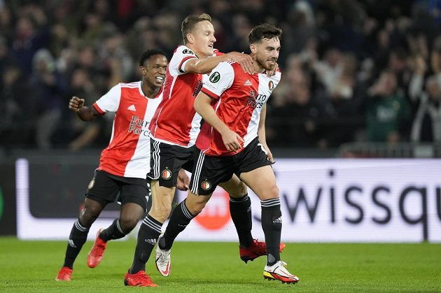 Fotbalisté Feyenoordu se radují z branky
