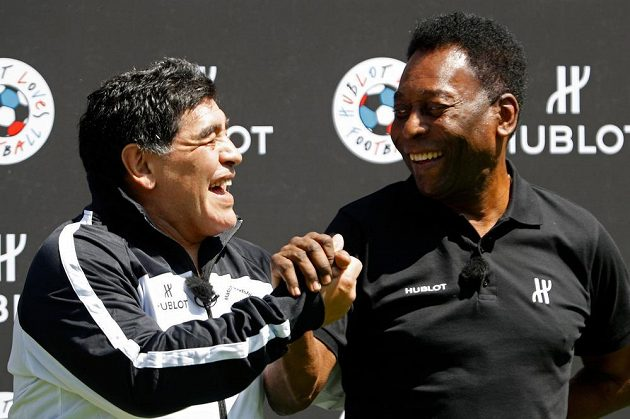 Pelé (vpravo) a Diego Maradona konečně našli společnou řeč.