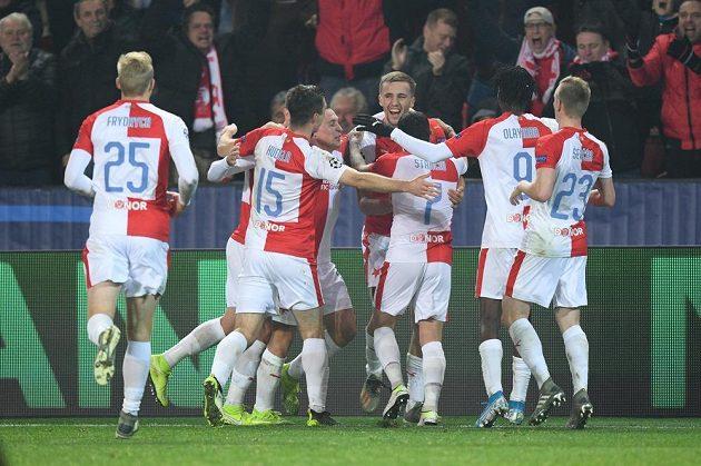 Radost fotbalistů Slavie Praha v utkání Ligy mistrů s Interem Milán.