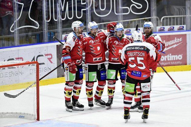Hokejisté Pardubic se radují z gólu, (zleva) Adam Musil, střelec gólu Patrik Poulíček, Matěj Blümel, Dennis Robertson a Jakub Nakládal.
