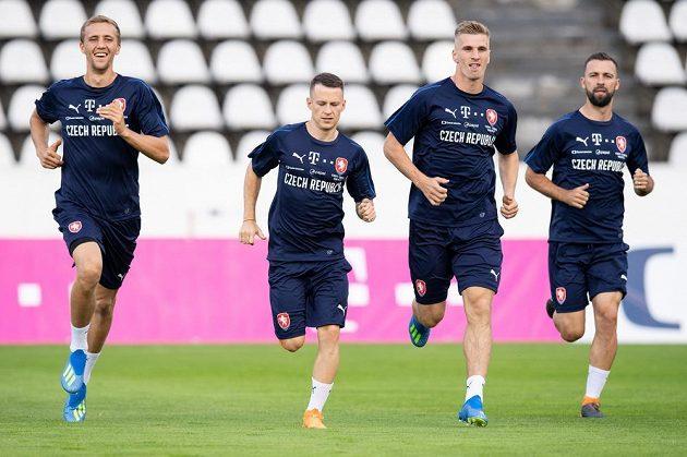 Tomáš Souček (zleva), Jan Sýkora, Jakub Jugas a Josef Hušbauer během tréninku fotbalové reprezentace.