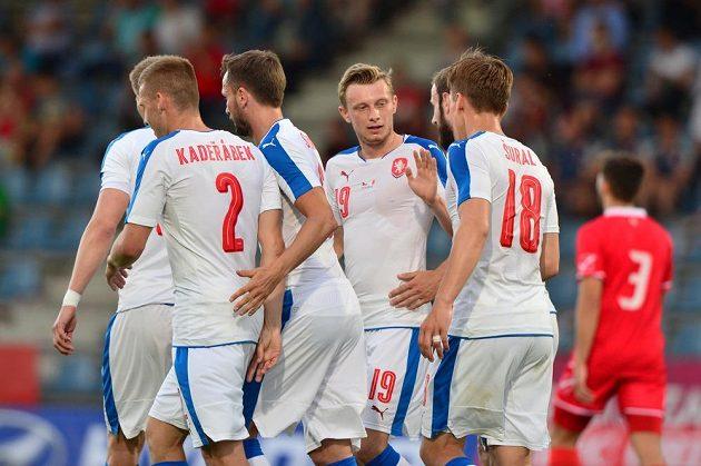 Čeští fotbalisté se radují po gólu v přátelském utkání proti Maltě v rakouském Kufsteinu.