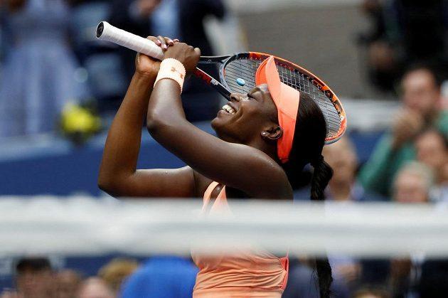 Americká tenistka Sloane Stephensová porazila ve finále US Open krajanku Madison Keysovou 6:3 a 6:0 a vyhrála první grandslamový turnaj v kariéře. Chvíle štěstí si užívala naplno, je to pro ní splněný sen.