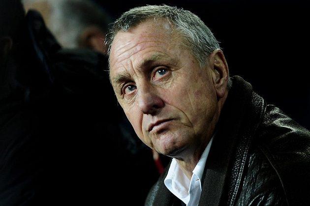 Johan Cruyff sleduje přátelský duel mezi Katalánskem a Argentinou.