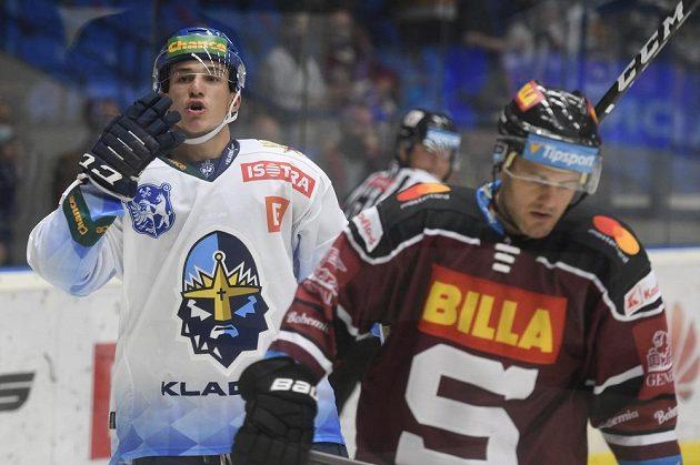 Šimon Jelínek z Kladna se raduje z gólu v utkání se Spartou.